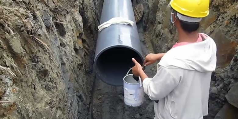 https://www.azeetapipe.com/wp-content/uploads/2021/03/ABS-pipe-jointing-process.jpg